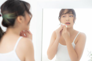 Removing make up with oil cleanser